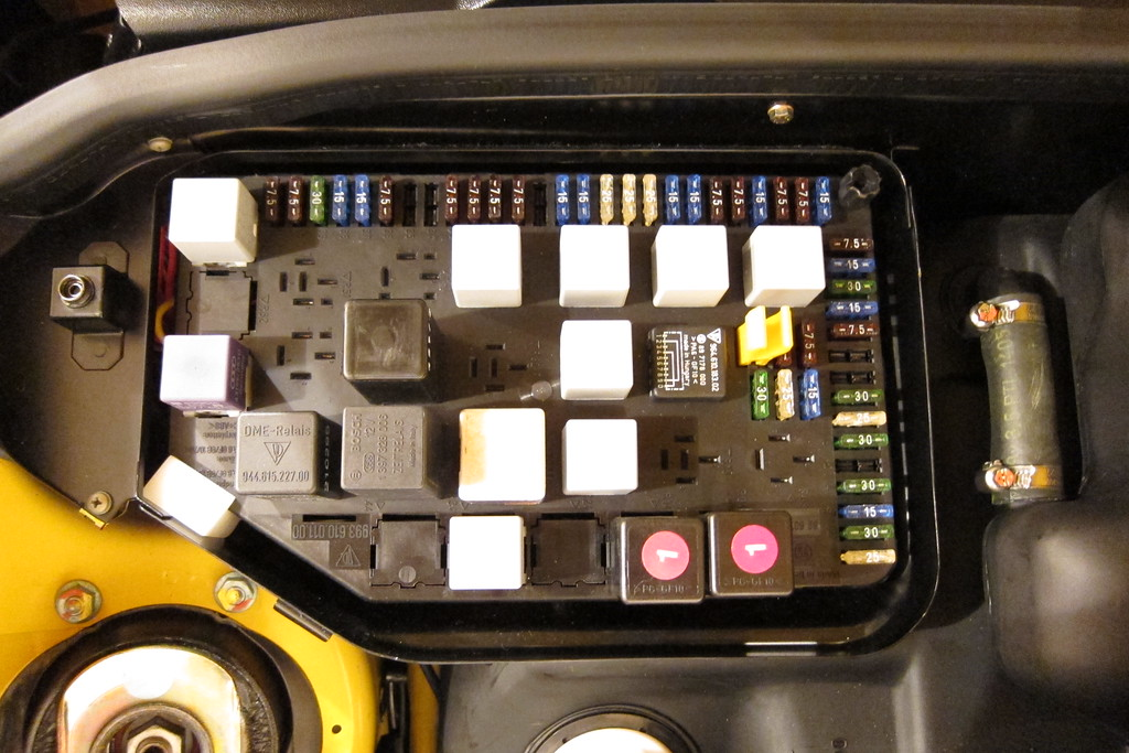 where does the yellow tool in the fuse box go rennlist porsche rh rennlist com porsche panamera fuse box location porsche cayenne 2004 fuse box location